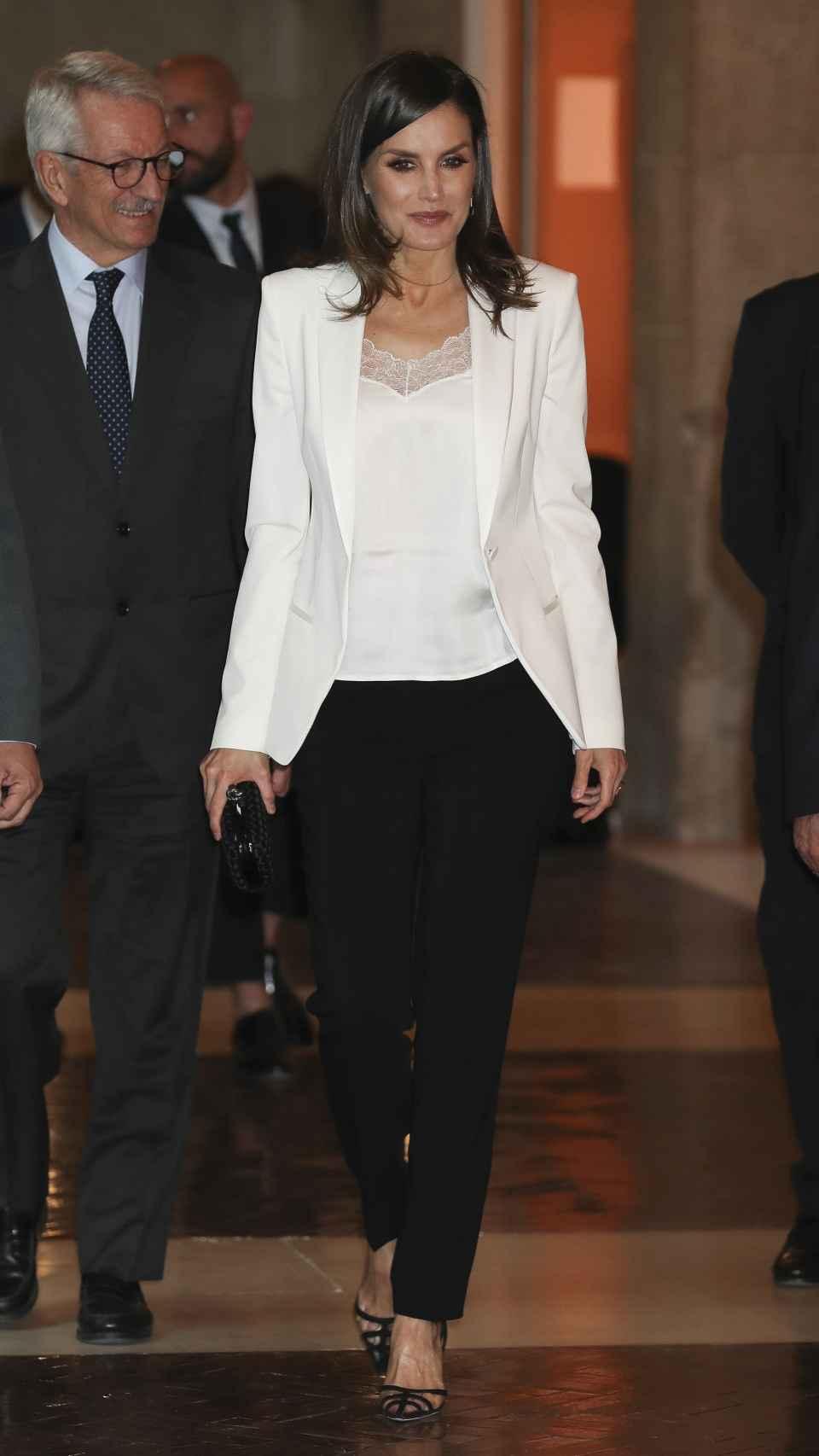 La reina Letizia ha presidido la entrega de premios que ha tenido lugar en el edificio de la Comunidad de Madrid.