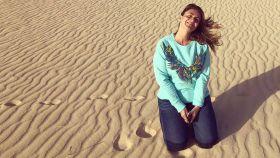 Carlota ha disfrutado del buen tiempo y de las dunas de la isla canaria.
