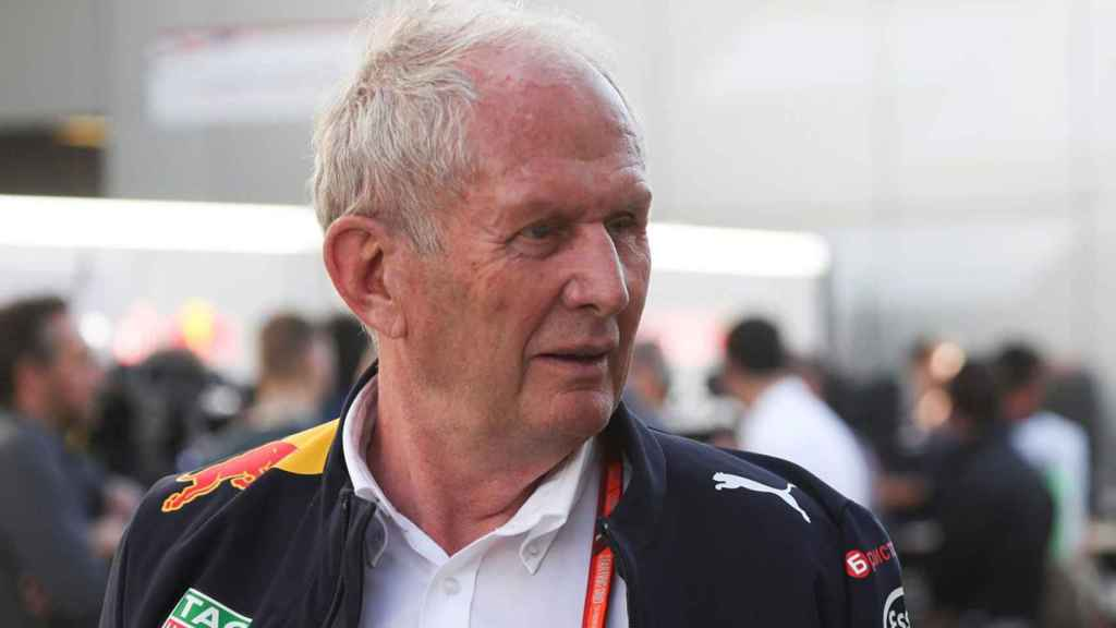 Helmut Marko en un paddock de F1