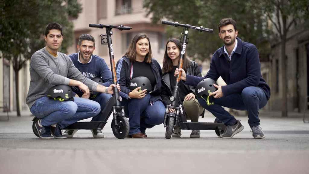 Diana Morato, CEO de GoFlash para España (en el centro) junto a su equipo.