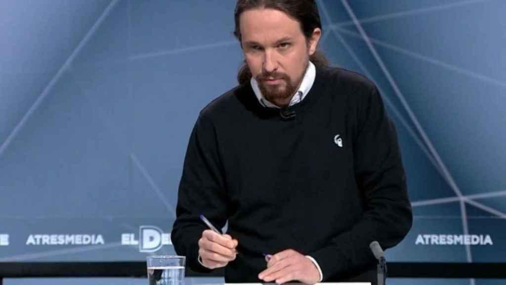 Pablo Iglesias acude al debate con un jersey de la marca republicana y prosaharaui 198.
