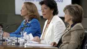 Nadia Calviño, Isabel Celaá y Maria Luisa Caicedo en el Consejo de Ministros.