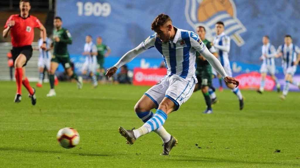Theo Hernández con la Real Sociedad. Foto: Twitter (@TheoHernandez)