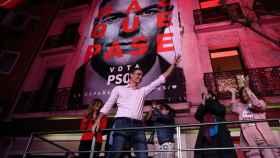 Pedro Sánchez, ante los militantes tras su triunfo electoral.