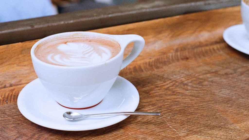 Una taza de café que no tiene porque espabilarte al instante