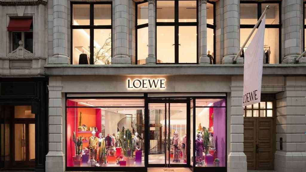 Exterior de la tienda de Loewe en Londres que acaba de inaugurarse.