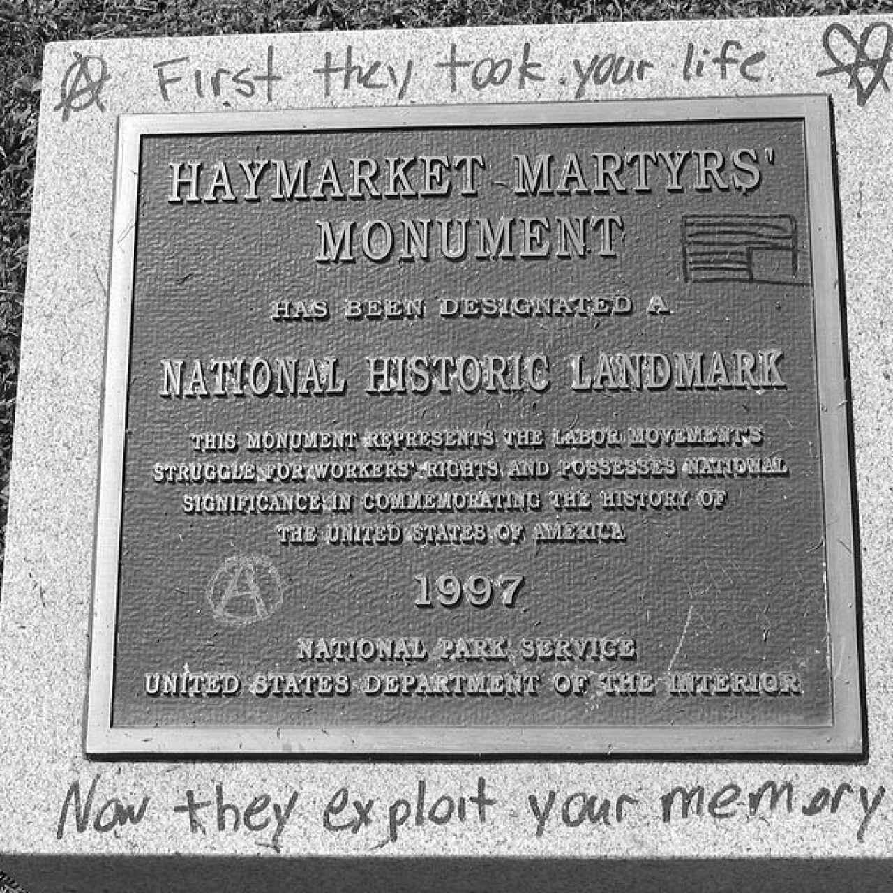 La placa que conmemora la 'Masacre de Haymarket'
