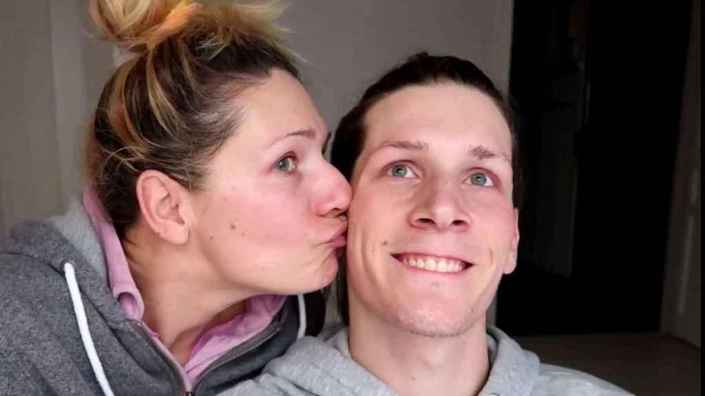 Oto Vans y su madre, Lea, a la que cariñosamente llama 'ama'.