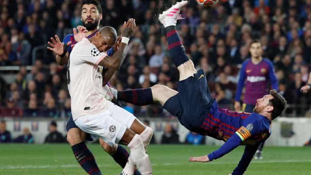 Luis Suárez y Messi, en un momento del partido entre el Manchester United y el Barcelona