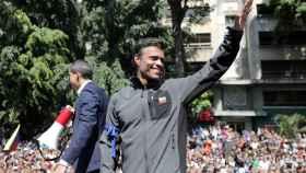 Juan Guaido y Leopoldo López se dirigen a los partidarios en Caracas.