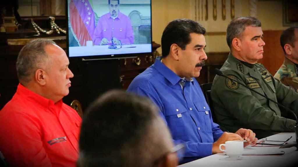 Diosadado Cabello, Nicolás Maduro y Vladimir Padrino López se dirigen al pueblo por televisión el día de la operación Libertad.