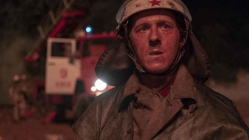 El bombero Vasili Ignatenko (Adam Nagatis), en los primeros momentos del desastre de Chernóbil.