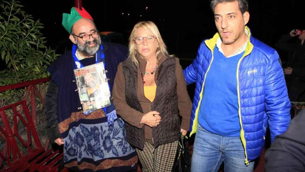 Mocito junto a Mayte Zaldívar y su marido en 2015.