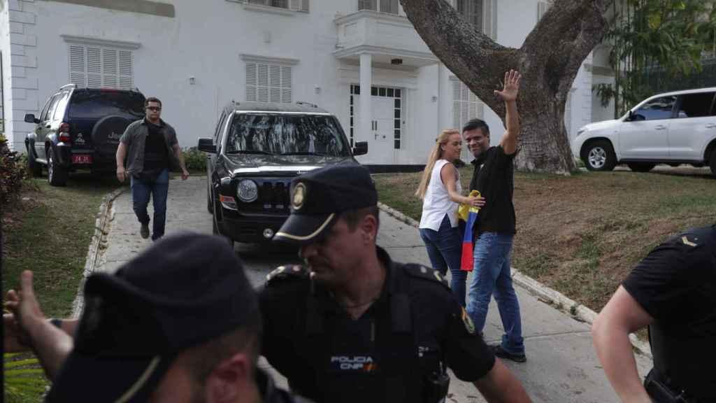 Leopoldo López dice que no tiene miedo a la cárcel ante orden de captura.