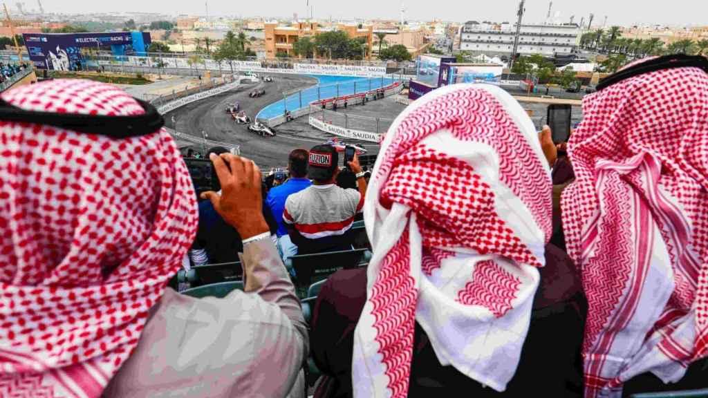 La primera curva del circuito urbano de Riyadh. Foto: ad-diriyah-eprix.com