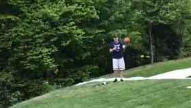 Luka Doncic en el jardín de su casa