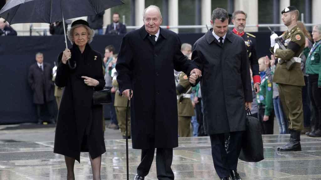 La reina Sofía y el rey Juan Carlos han asistido este sábado al funeral, celebrado en la catedral de Nôtre-Dame de la ciudad.