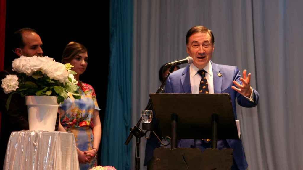 Pedro J. Ramírez, director de EL ESPAÑOL, durante su intervención en el teatro Cervantes de Campo de Criptana  (Ciudad Real).