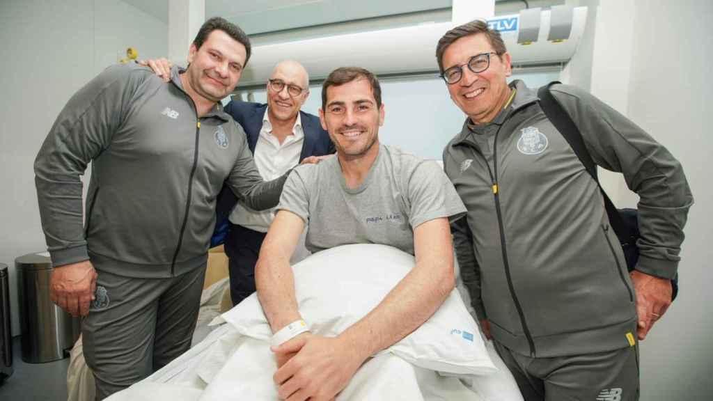 Iker Casillas recibe en el hospital a la plantilla del Oporto