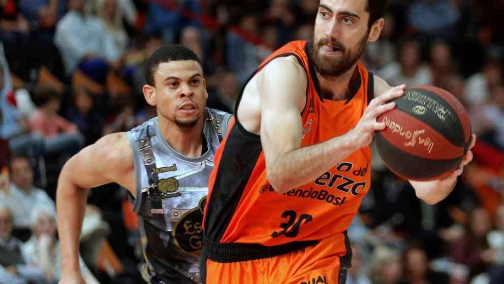 Partido entre el Valencia Basket y el Cafés Candelas Breogán