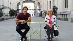 Roger Federer y Manuela Carmena en el Ayuntamiento de Madrid