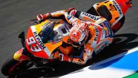 Marc Márquez traza un viraje durante la carrera del Gran Premio de España, en el circuito de Jerez.