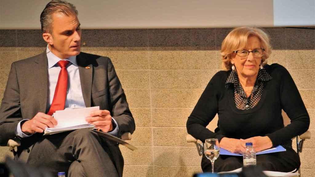 Javier Ortega Smith, candidato de Vox, y la alcaldesa de Madrid, Manuela Carmena.