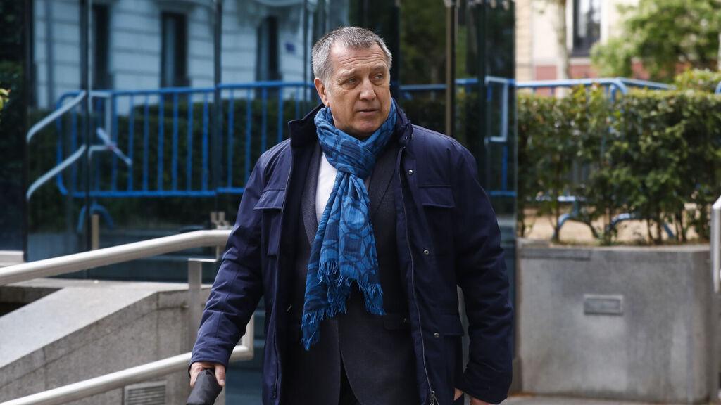 El periodista Alberto Pozas a la salida de la Audiencia Nacional, en 2019.