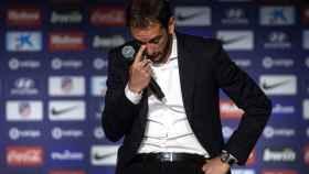 Godín, emocionado durante su despedida del Atlético