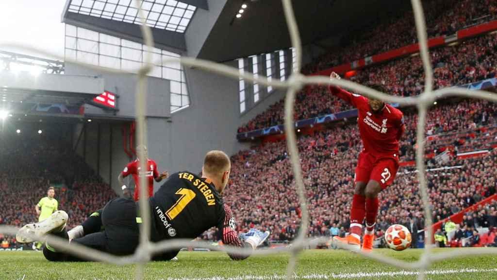 Origi marca en el Liverpool - Barcelona