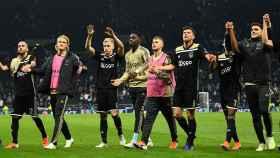 Los jugadores del Ajax celebran la victoria ante el Tottenham