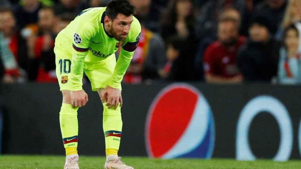 Leo Messi, desolado en Anfield