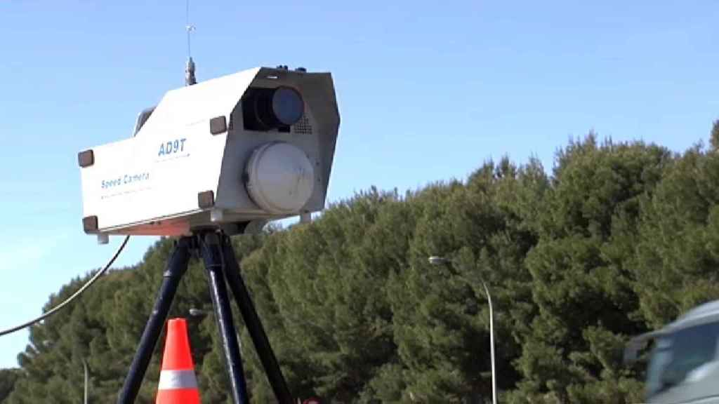 Uno de los nuevos radares en cascada de la DGT