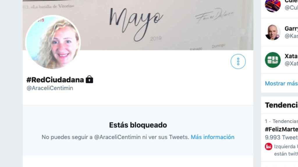 Miles de tuiteros se han descubierto bloqueados por una usuaria.