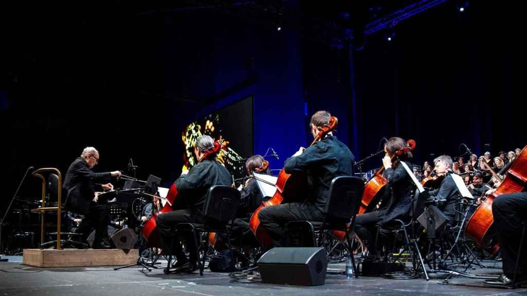 Morricone junto a la orquesta