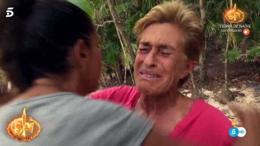 Chelo llorando despidiéndose de Isabel Pantoja.