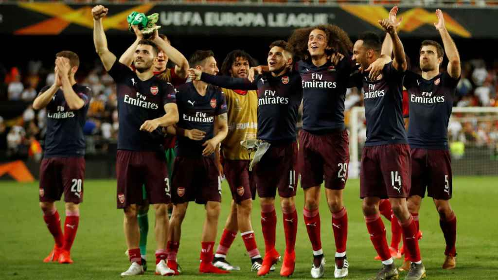 Los jugadores del Arsenal celebran el pase a la final