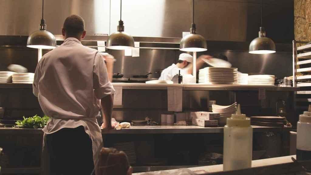 La hostelería es uno de los sectores donde se realizan más horas extra.