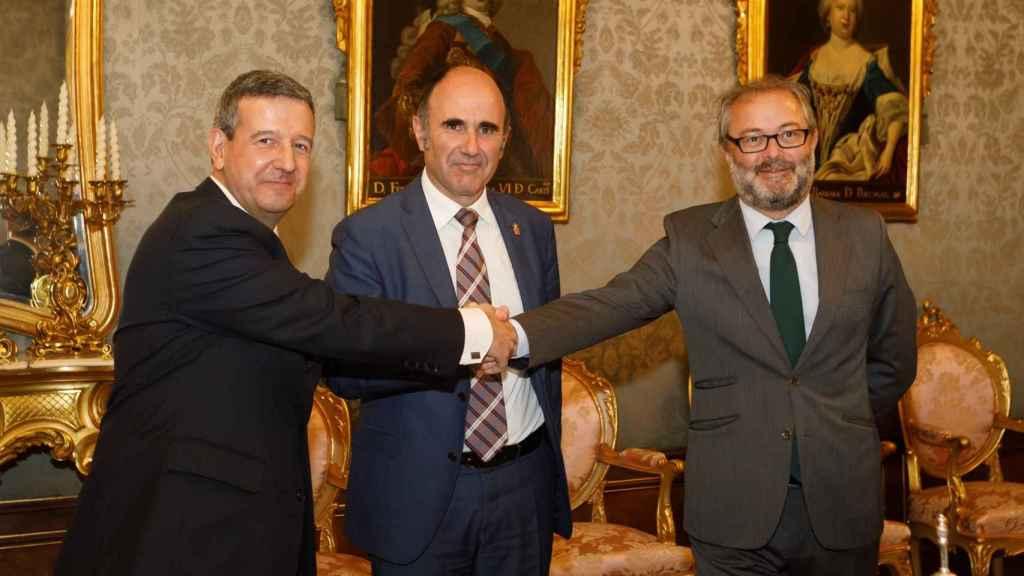 Antonio de la Torre -Siemens Gamesa-, Manu Ayerdi -Gobierno de Navarra- y Julio Castro -Iberdrola-.