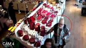 María del Carmen Tehijovich durante un robo cometido en una tienda de Salamanca en octubre del año pasado.