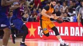 Partido entre el Barcelona Lassa y el Valencia Basket