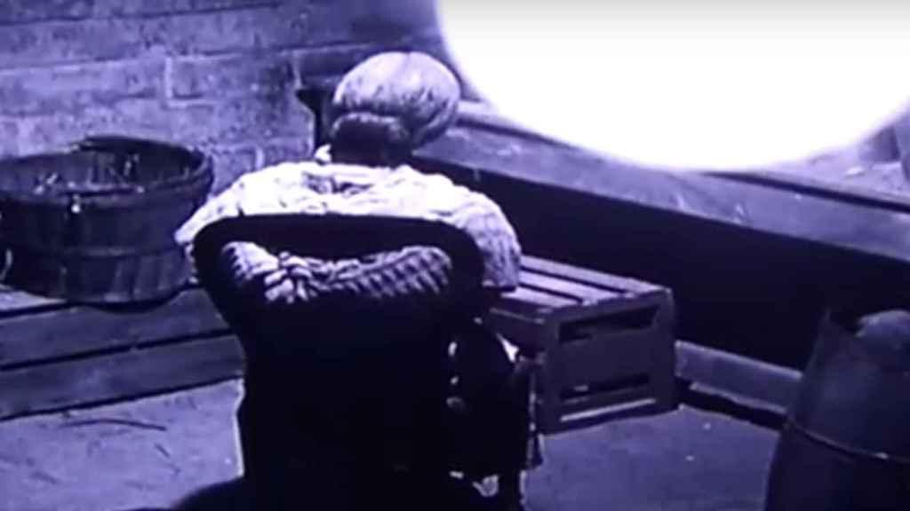'Psicosis'. La protagonista descubre que la madre es realmente una momia, una imagen atroz que en los últimos años se ha dado en muchos hogares.