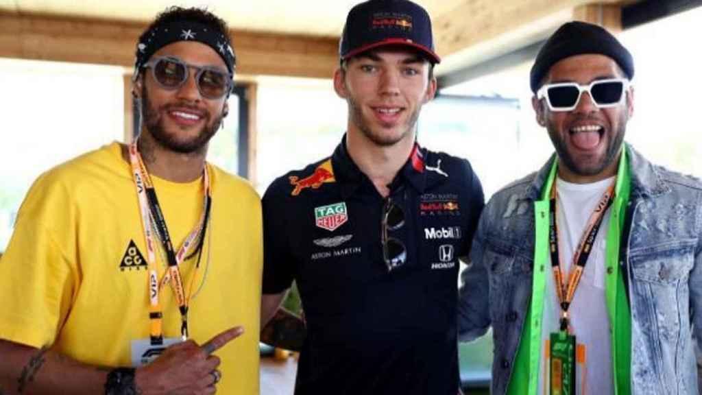 Neymar y Alves en el GP de Montmeló.