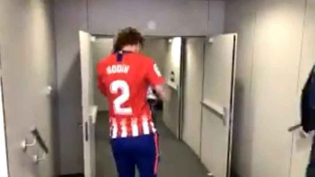 Griezmann con la camiseta de Diego Godín