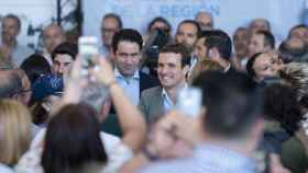 Pablo Casado y Teodoro García Egea en el acto celebrado este domingo en Águilas (Murcia).