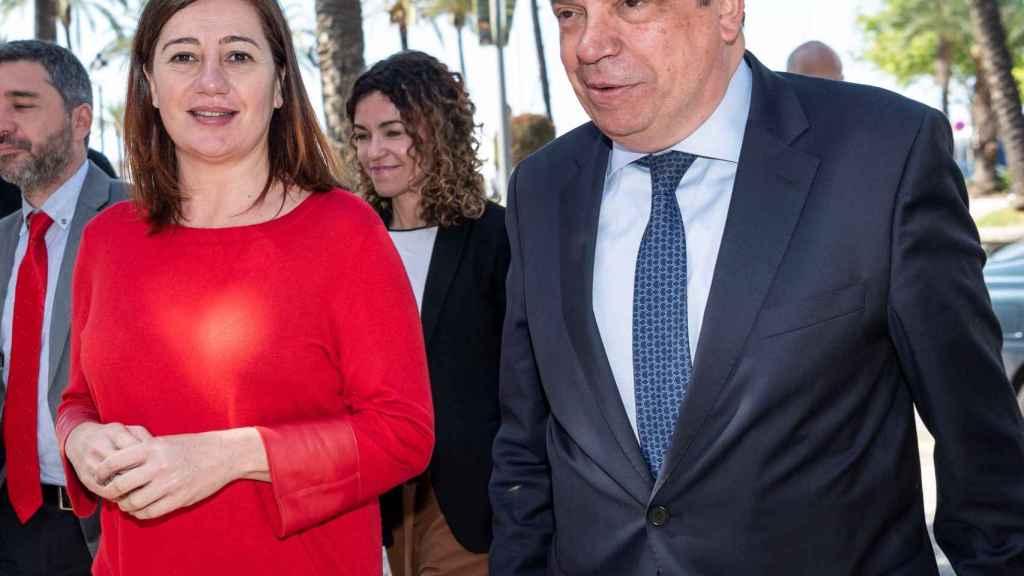 Francina Armengol, junto al ministro de Agricultura en funciones, Luis Planas.