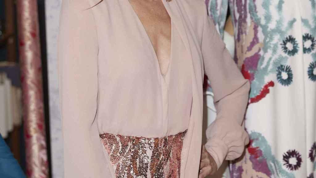 La presentadora en la presentación de 'Maestros de la costura'.