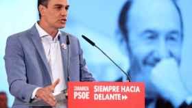 Pedro Sánchez, este lunes en Zaragoza en un momento del mitin en el que recordó a Rubalcaba.