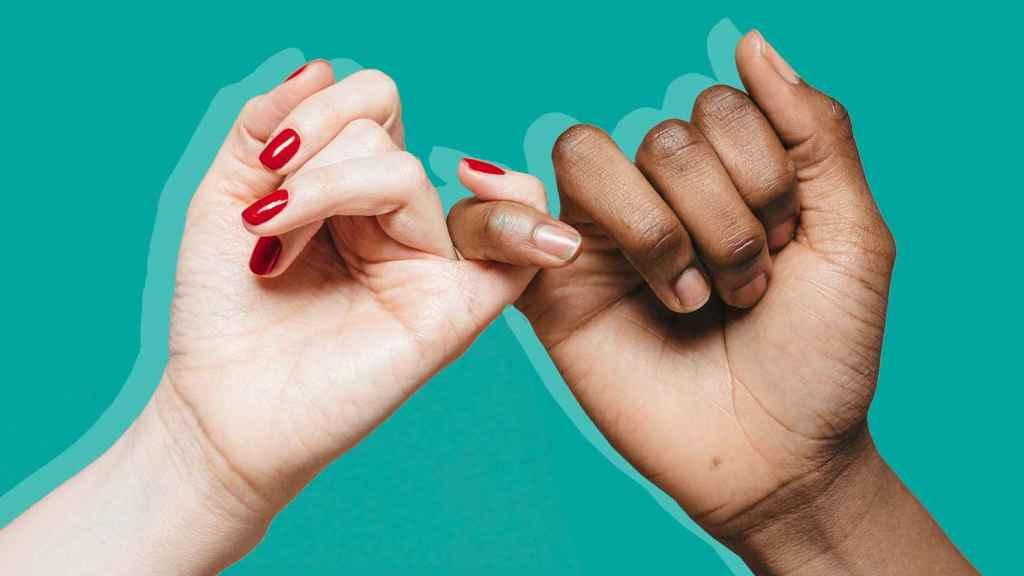 Hay una serie de prácticas que contribuyen a fortalecer las uñas.