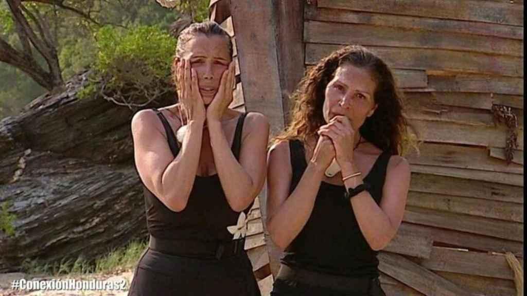 Las hermanas Salazar minutos antes de abandonar.